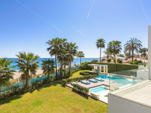beachfront villa Puerto Banús